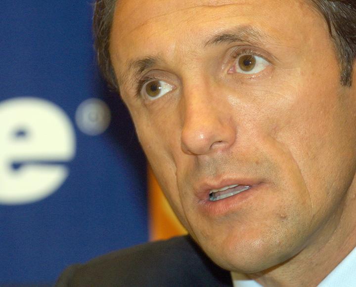 """popescucapROMPRES """"Oracolul din Balcesti"""" loveste din nou: Gica Popescu nu strange mai mult de 50 de voturi!"""