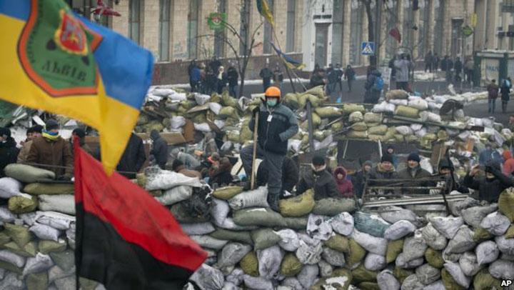 http://www.enational.ro/wp-content/uploads/2014/02/baricada-centru-kiev.jpg