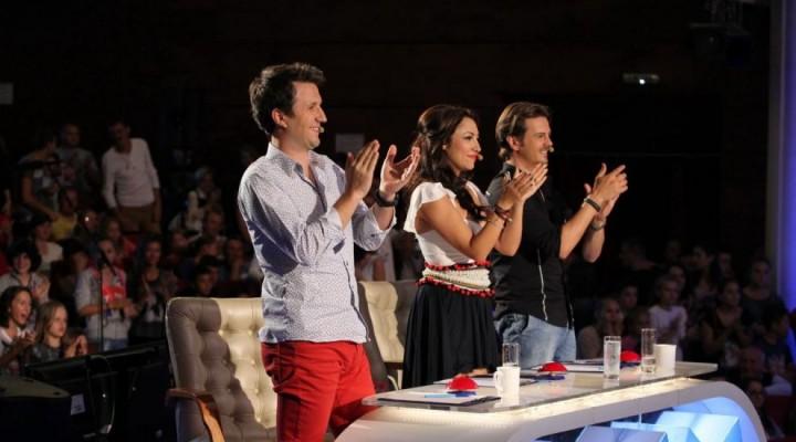 """juriu 720x400 """"Romanii au talent""""/ A venit la emisiune pentru a le demonstra copiilor ca poate deveni CINEVA! (VIDEO)"""