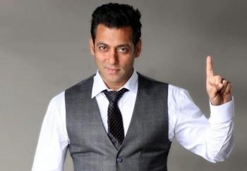 salman khan1 350x243 Iulia Vantur, alungata din India de fanii lui Salman Khan