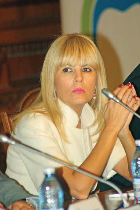 """Elena Udrea foto RICA PETRESCU Udrea, noua postare pe Facebook: Acuzatiile de luare de mita, doar """"anexate"""" la dosar"""