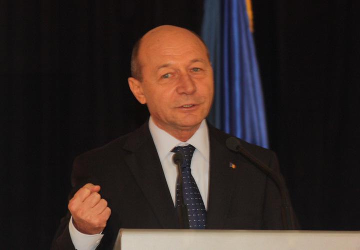 TRAIAN BASESCU RICA PETRESCU Traian Basescu, la instanta pentru o situatie de acum 12 ani