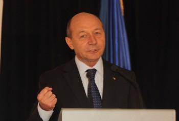 TRAIAN BASESCU RICA PETRESCU1 350x236 Promite dezvaluiri intr o carte. Basescu: mai sunt multe lucruri de iesit la suprafata