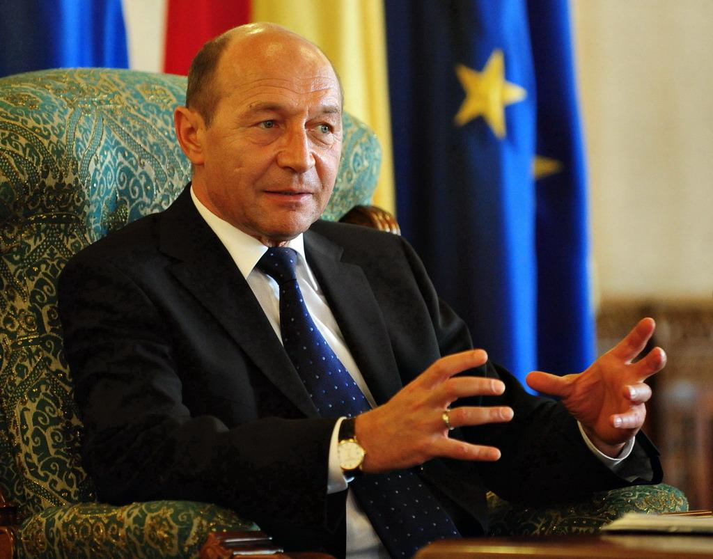 Traian Basescu1 Razboiul penal dintre Palate