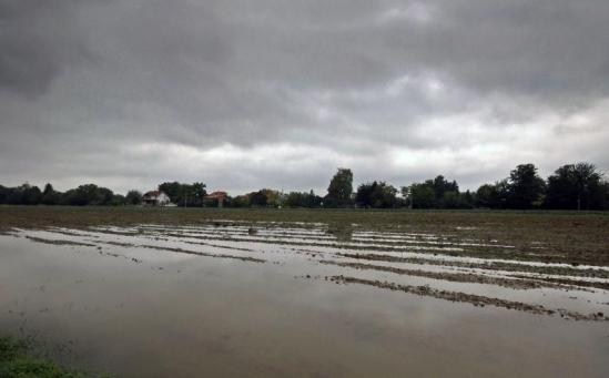 inundatii3 Femeie luata de ape in Suceava