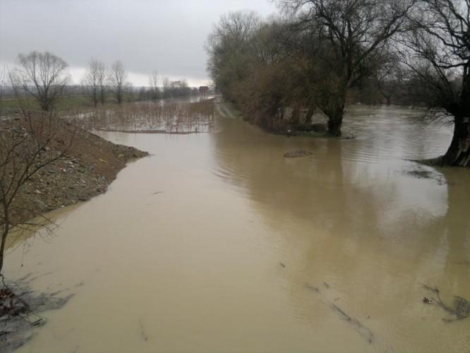 rau inundatii 666x500 COD GALBEN. Atentionare de la hidrologi, valabila pentru doua judete