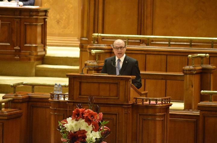 Traian Basescu Discurs Basescu Parlament Narcis Pop 9 Exemplul folosit de Basescu, de la tribuna Parlamentului: Miscaristul este beat
