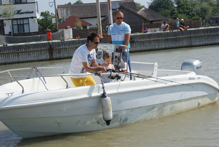 dan negru in delta Dan Negru si a invatat fetita sa pescuiasca!