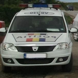 masina politie rutiera 303x300 Politista de la Rutiera trimisa in instanta pentru abuz in serviciu si inselaciune