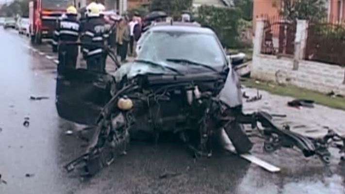 accident teribilist 70989600 Cluj: Un tanar fara permis a intrat cu