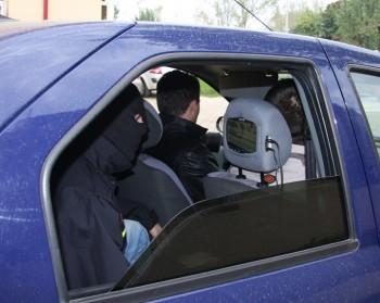 JANDARMI POLITIE FANE 94 350x279 Descinderi de amploare in Bucuresti si 8 judete, intr un caz cu 3 milioane de euro prejudiciu