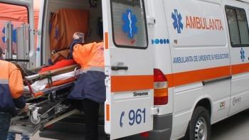 ambulanta11 350x197 Ofiter din Olt, impuscat in cap. Tanarul, in stare grava