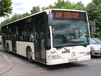 autobuz 104 350x262 Accident cu un autobuz in centrul Bucurestilor   doi raniti
