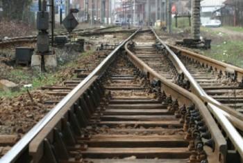 cale ferata Accident la o trecere la nivel cu calea ferata: doi oameni grav raniti