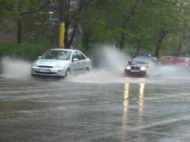 circulatie ploaie 667x500 Recomandari pentru soferii aflati in trafic, in conditii de vreme rea