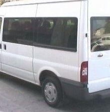 microbuz 350x262 Microbuz rasturnat pe DN 66: cinci persoane duse la spital
