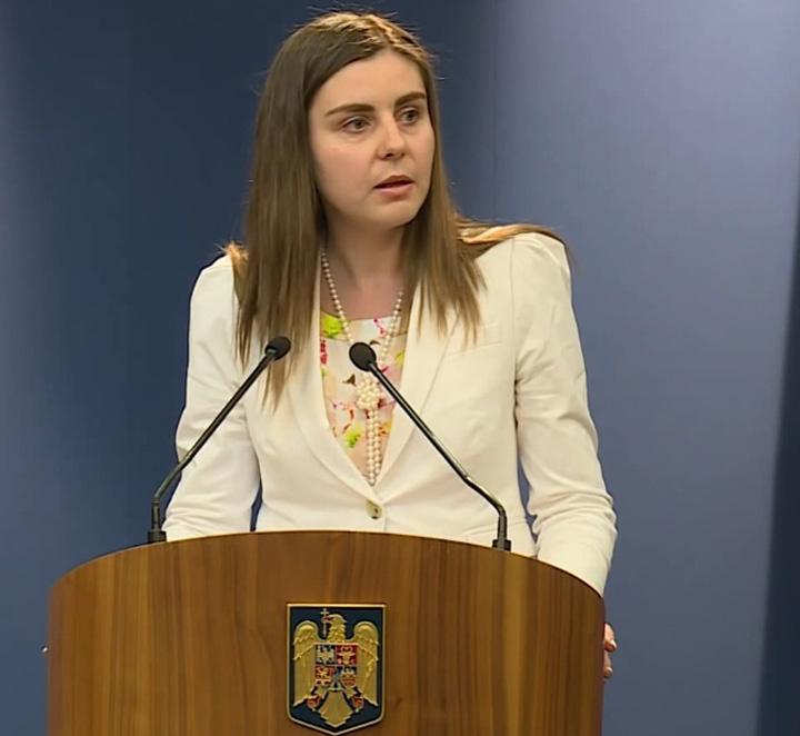 Ioana Petrescu la microfon1 Impozitul pe casa creste cu 56%, salariile se taxeaza cu 35%