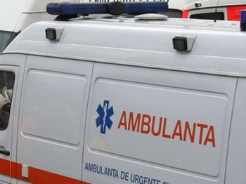 ambulanta 1 350x262 Accident cu mai multi raniti, pe DN 65, la Slatioara