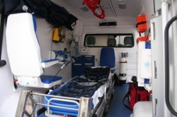 ambulanta3 350x232 Grav accident in Iasi   un om a murit, alti trei au fost raniti. Circulatie deviata