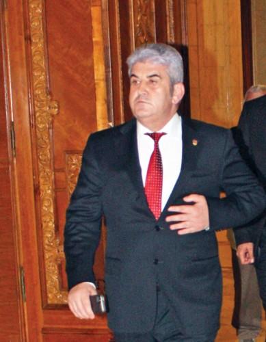 gabriel oprea rica petrescu 389x500 Oprea a anuntat oficial conducerea Senatului ca demisioneaza incepand cu 1 octombrie