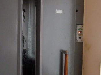 lift 350x262 Incident intr o cladire din Capitala: O femeie a cazut cu liftul