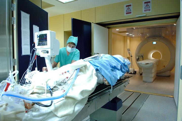 spital UE tomograf1 Ponturi la alegerea asigurarii de sanatate