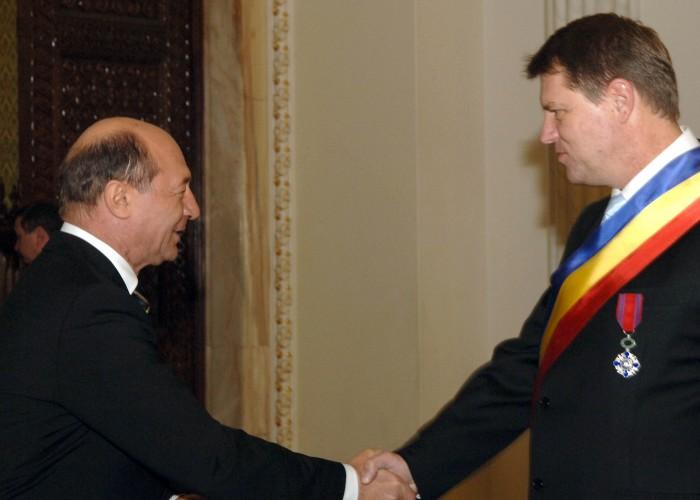 basescu iohannis 700x500 Traian Basescu, invitat special la o receptie pusa la cale de Klaus Iohannis