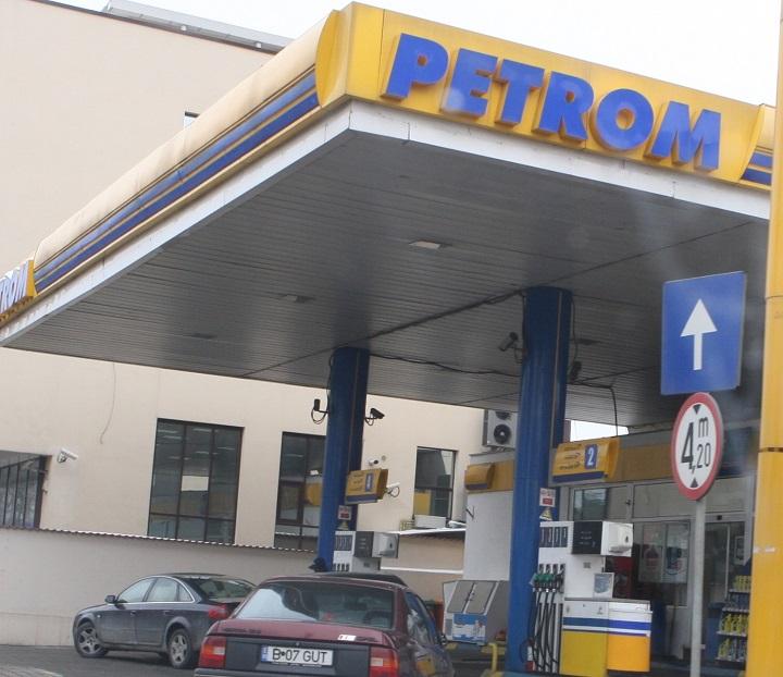 benzinarie petrom crop Petrom, fortata de Arabia Saudita sa ieftineasca benzina si motorina