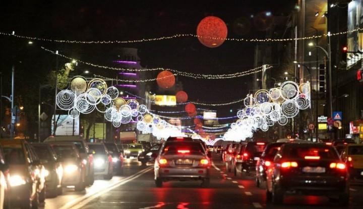 luminite craciun 2014 bucuresti 720x414 Luminitele de Craciun care decoreaza Capitala se aprind sambata seara!