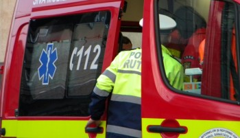 salvare accident 350x201 Masina cazuta de pe DN 1 intr o rapa: 3 raniti