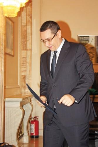 victor ponta rica petrescu 334x500 A scapat de suspiciunea de evaziune fiscala/Ponta, prima reactie