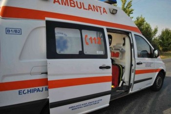 ambulanta 350x234 Doi raniti intr un accident in care a fost implicata o autoutilitara, pe DN2