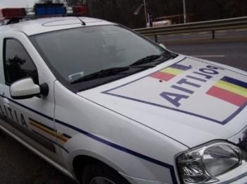 masina politie 350x261 TIR cu soda caustica, rasturnat pe DN 1, in Brasov