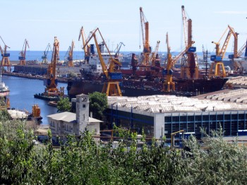 Portul Constanta 350x262 Incident in Portul Constanta  3 muncitori, pe mana medicilor
