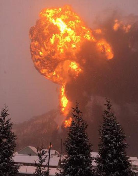 tren1 Incendiu colosal in Virginia dupa ce un tren cu petrol a deraiat