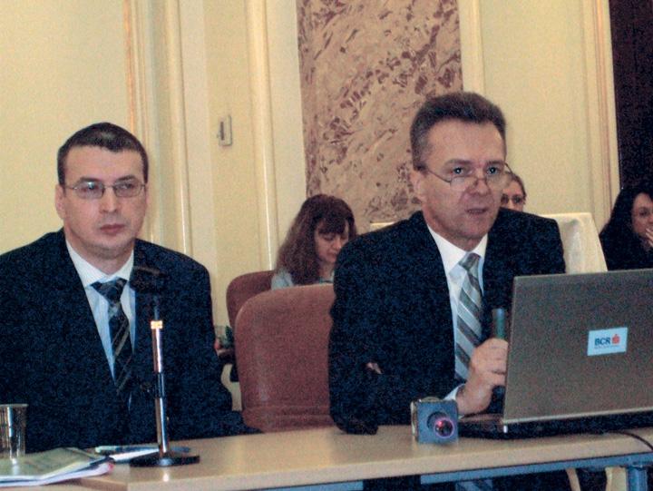 Mihai Caruntu Radu Craciun BCR 1 Vanati actiunile Transgaz si Transelectrica!