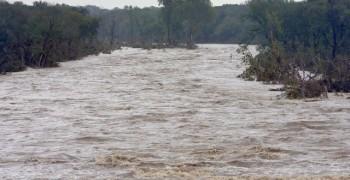 inundatii2 350x180 COD ROSU. Mai multe judete, sub avertizari de inundatii