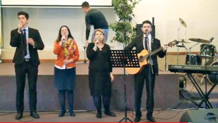 21 Fostul ministru Cristian David s a botezat la Biserica Internationala Harul!