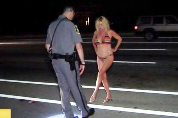 Bikini Grandma1 437963 Si a insotit nepotul de la cursurile de inot, apoi l a dus acasa mult prea goala si mult prea beata!