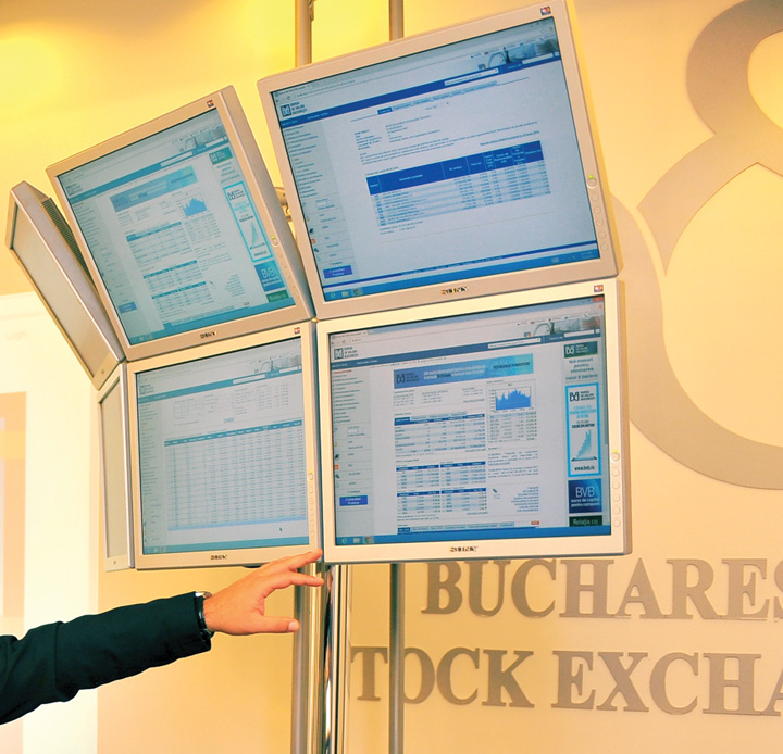 Bursa de Valori Bucuresti panou tranzactionare crop Tranzactii pe bursa din fata calculatorului