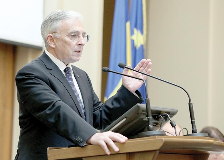 Isarescu agerpres 69545471 Isarescu cere guvernantilor amanarea adoptarii euro