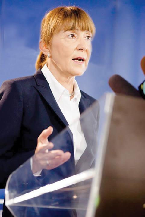 Monica Macovei Unda verde pentru partidele de buzunar