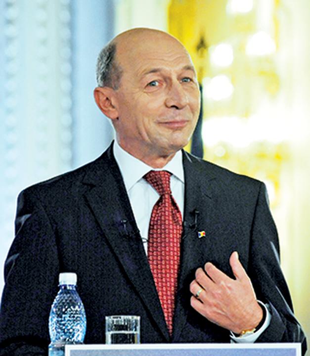 TRAIAN BASESCU FANE 791 Basescu ii da in cap cu Constitutia lui Iohannis