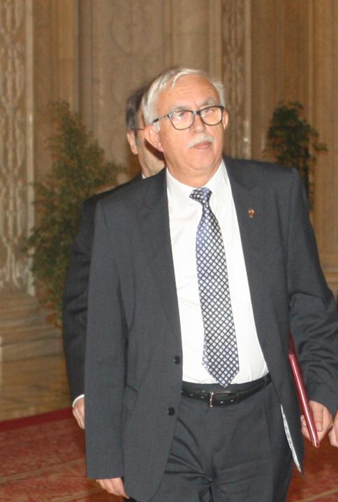 """augustin zegrean1 Zegrean detoneaza """"bomba Sova"""" in Senat"""