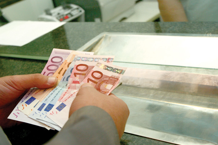 bancnote euro plata1 Credite ipotecare cu venituri din strainatate