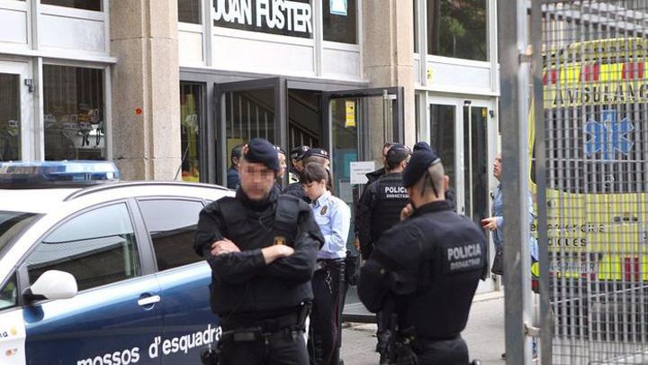 barcelona Un elev de 13 ani a ucis un profesor cu arbaleta intr un liceu din Barcelona