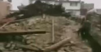 cutr 350x183 Bilant infiorator al cutremurului din Nepal: peste 1.900 de morti! (VIDEO)