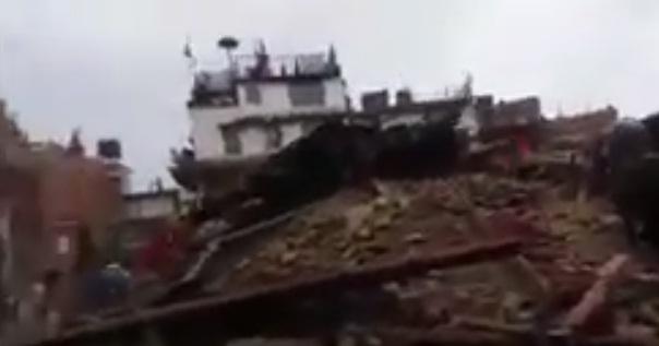 cutremur Cutremur deosebit de puternic in Nepal: cel putin 100 de morti!