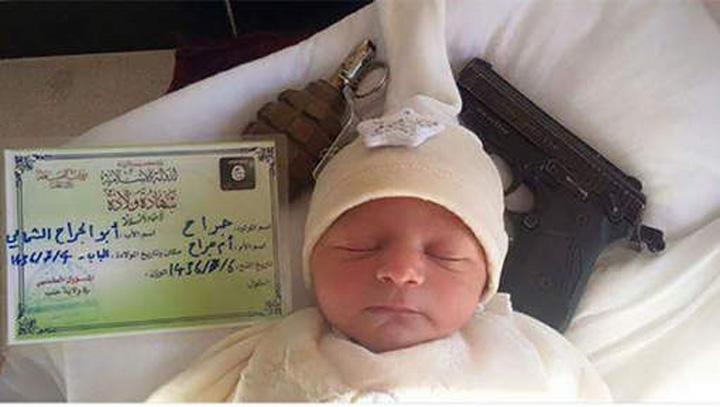 isis5 Un bebelus cu arme de foc la capatai si certificat de nastere emis de ISIS