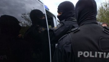 mascati perchezitii 350x200 Descinderi in Capitala si Valcea. Suspiciuni de evaziune